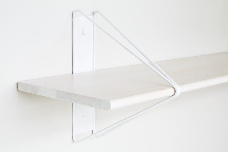 Strut shelving wood white