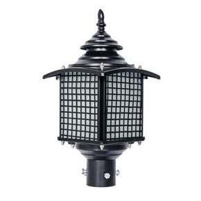 Old Fashioned Casual Outdoor Pole Light Gate Light