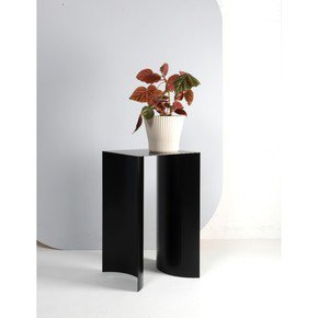 Arc Table Black