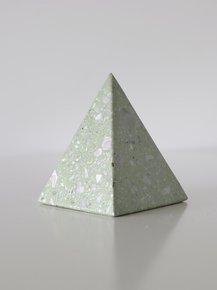 Ke02-Terrazzo-Pyramid-Object_Studio-Konstantin_Treniq_0