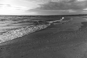 Distant-Horizon-|-Photograph_Eric-Christopher-Jackson_Treniq_0