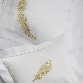 Hand Embroidered Bed Linen: Royal Paon