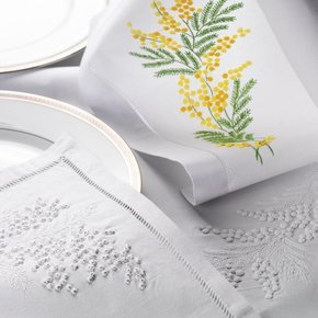 Table Linen Hand Embroidered: Mimosa
