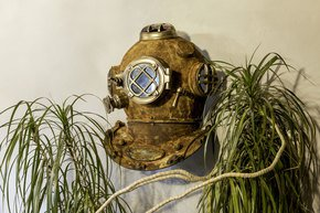 Rusted-Divers-Helmet-Sconce_Brave-Boutique_Treniq_0