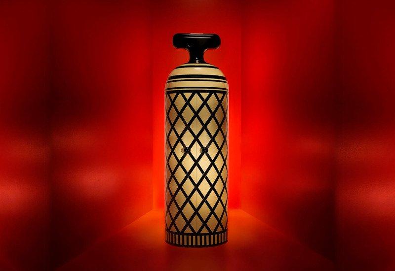Monsieur verdoux cabinet scarlet splendour treniq 6