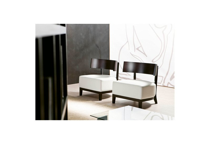 https://images.treniq.com/public/treniq-assets/products/23697/product/Kandy-Armchair_Pacini-e-Cappellini_Treniq_1.jpg?1477474960