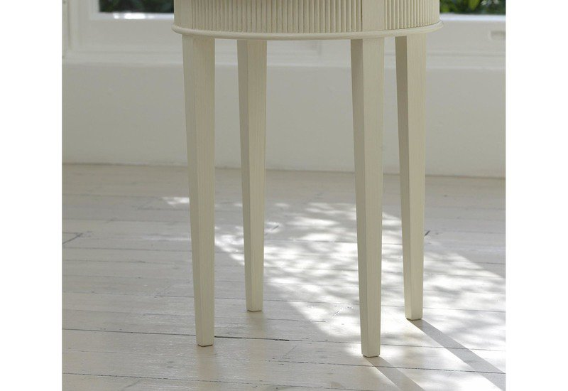 Kristane round side table gustavian treniq 3