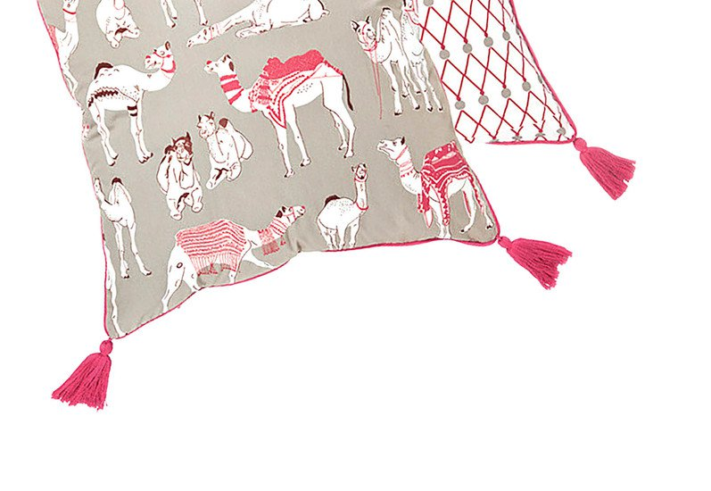 Different camels cushion the elephant stamp treniq 3