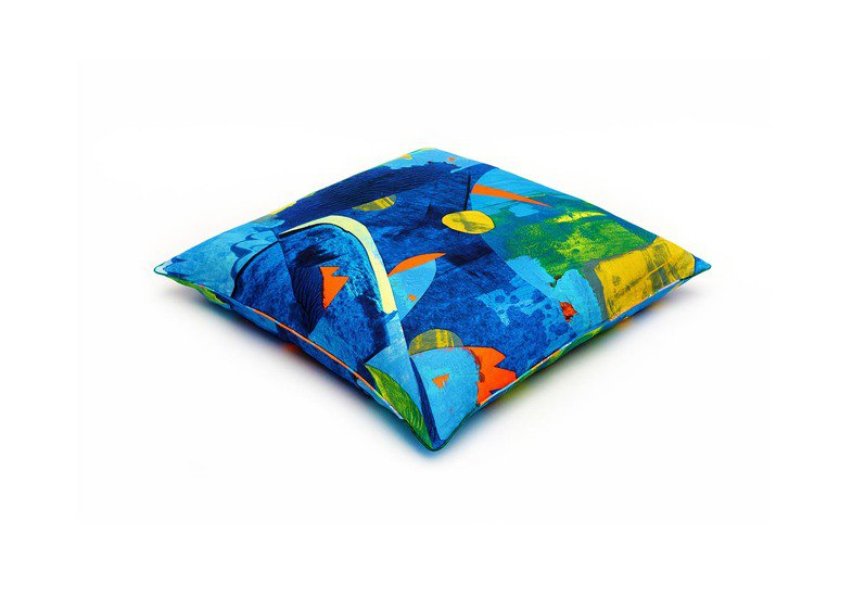 Wild birds floor cushion so klara treniq 1