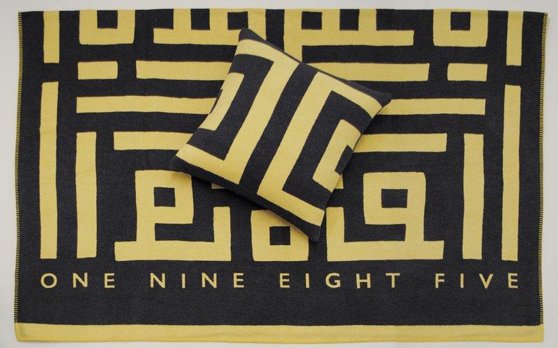 Labyrinth throw one nine eight five 2