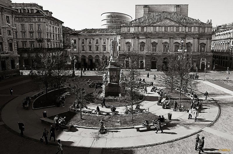 Piazza della scala 00