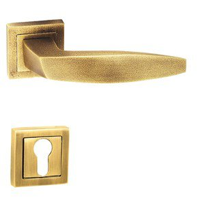 Dublin‐R-Door-Handle-On-Round-Rose_Golden-Locks_Treniq_0
