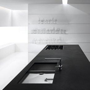 Verve-Kitchen-Black-_Minimal-Cucine_Treniq_0