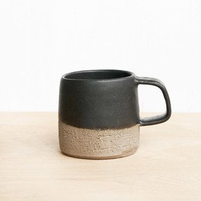 Tea-Cup-Black_Eunmi-Kim-Pottery_Treniq_0