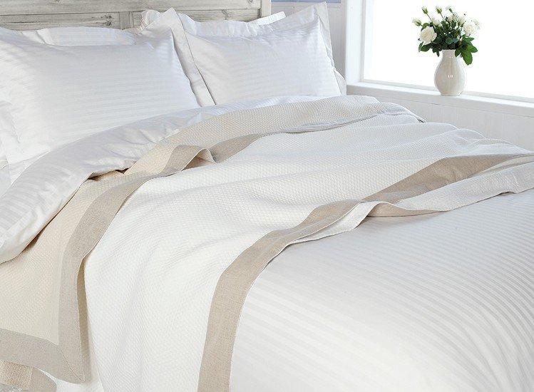 Sateen stripe egyptian 300 thread cotton bedlinen kings of cotton treniq 1 1501080072906