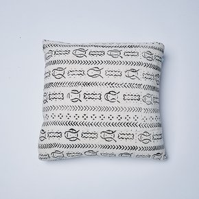 White-Fish-Mudcloth-Cushion_Nomad-Design_Treniq_0