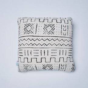 -White-River-Mudcloth-Cushion_Nomad-Design_Treniq_0