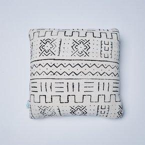 -White-River-Mudcloth-Cushion_Nomad-Design_Treniq_0