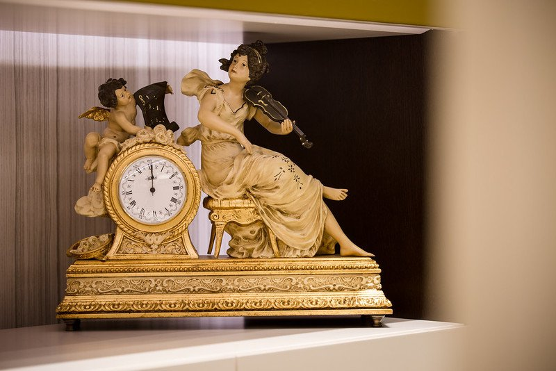 Clock figurine house of treasures treniq 1 1510581431125