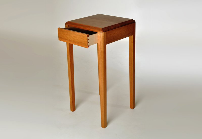 Cherry wood side table kung mana tongmee 2