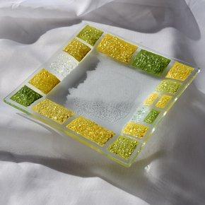 Bowl-Green-Yellow-16x16-Plate_Arte-Glass_Treniq_0