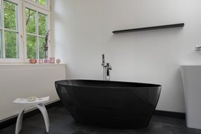 Modena-Nero-Black-Freestanding-Bathtub_Bädermax_Treniq_0