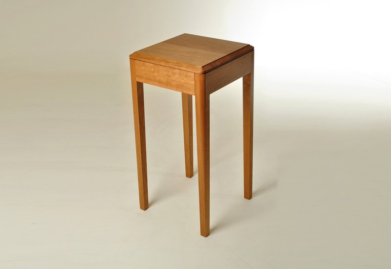 Cherry wood side table kung mana tongmee 1