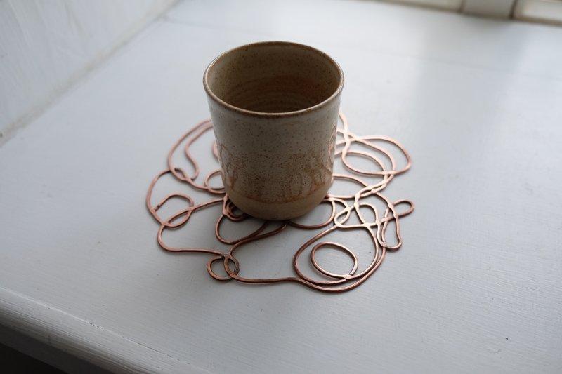 Woven copper placemats pearpod treniq 1 1517076506672