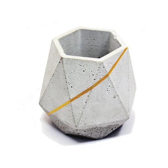 Pineapple penstand karan desai design treniq 1 1519625126923