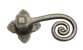 Louis Fraser Curlytail Door Handle on Rose