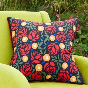 Metropolitan-Museum-Of-Roses_Vintage-Cushions_Treniq_2