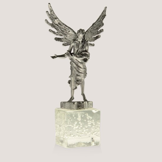 Scultpure depicting an angel  progetto arte poli treniq 2 1530164852973